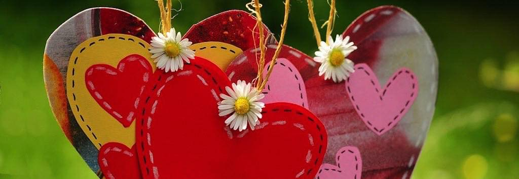 wooden heart decorations with daisies